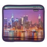 Midtown Manhattan en la noche con el imperio Stae Fundas Para iPads