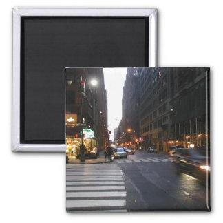 Midtown Manhattan en un verano caliente y pegajoso Imanes