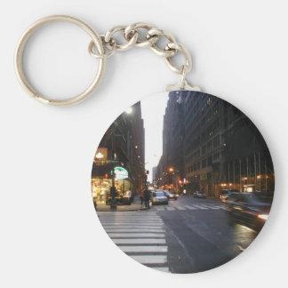 Midtown Manhattan en un verano caliente y pegajoso Llaveros