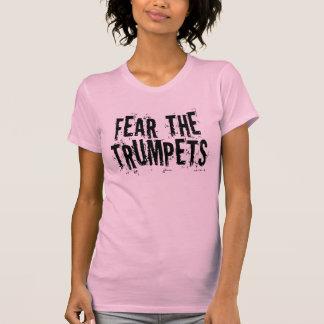 Miedo divertido el regalo de las trompetas camisetas
