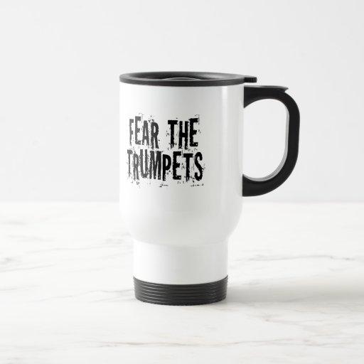 Miedo divertido el regalo de las trompetas taza