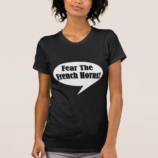 Miedo divertido la camiseta de las trompas playeras