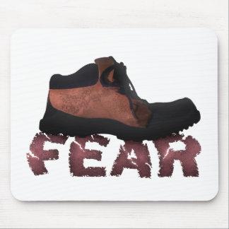 MIEDO machacado por la bota - productos múltiples Tapete De Ratón