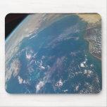 Miembro de la tierra de la NASA tomado por el tran Tapetes De Ratones