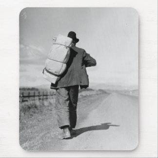 Migrant Walking – 1935 Mouse Pad