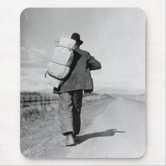 Migrant Walking – 1935 Mousepad