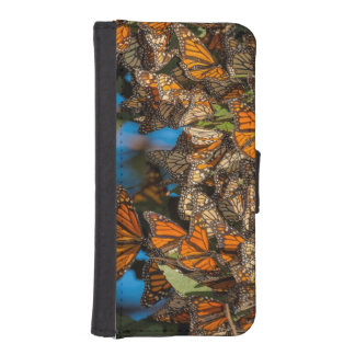Migrating monarch butterflies cling to leaves iPhone SE/5/5s wallet case