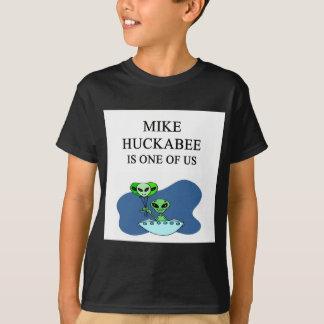 mike huckabee alien T-Shirt