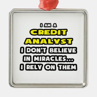 Milagros y analistas de crédito… divertidos adorno de reyes