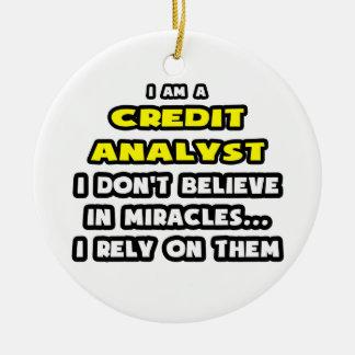Milagros y analistas de crédito… divertidos adorno de navidad