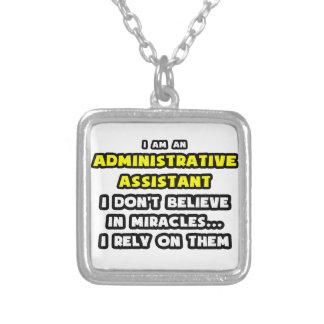 Milagros y ayudantes administrativos… divertidos pendiente personalizado