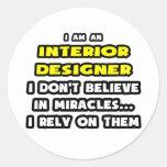 Milagros y interioristas… divertidos etiqueta redonda