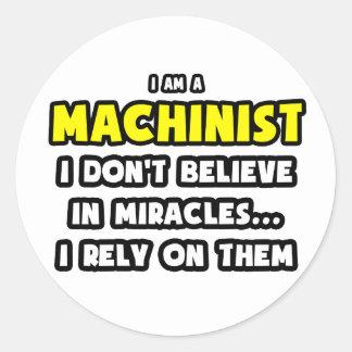 Milagros y maquinistas… divertidos etiquetas redondas