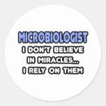 Milagros y microbiólogos etiqueta redonda
