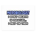 Milagros y microbiólogos postal