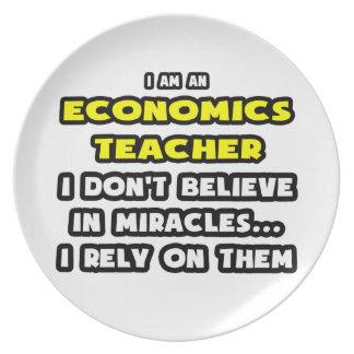 Milagros y profesores de la economía… divertidos plato de comida