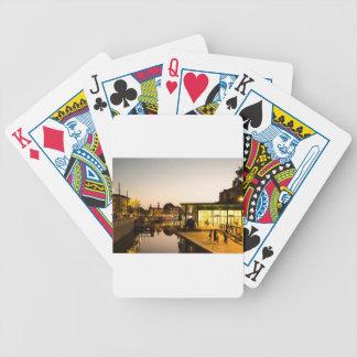 Milano que pasa por alto el canal baraja cartas de poker