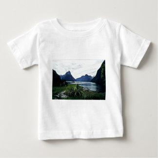Milford Sound, Fiordland National Park Tshirts