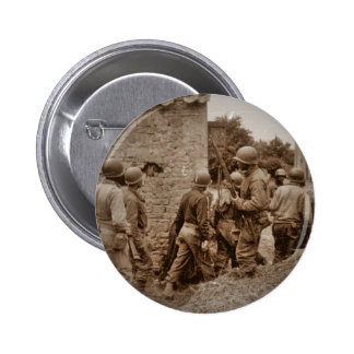 Militares afroamericanos que despejan edificios pin redondo 5 cm