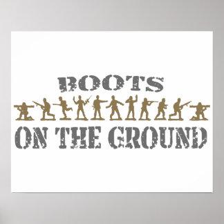 Militares - botas en la tierra póster