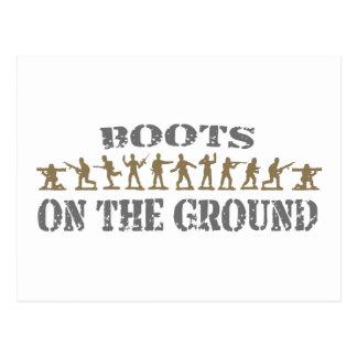 Militares - botas en la tierra tarjetas postales