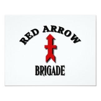 """Militares rojos de la brigada de la flecha invitación 4.25"""" x 5.5"""""""