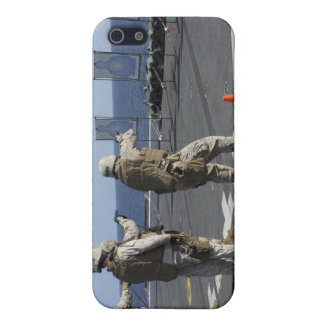 Military policemen train with the Berretta M9 Cover For iPhone SE/5/5s