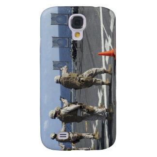 Military policemen train with the Berretta M9 Samsung S4 Case