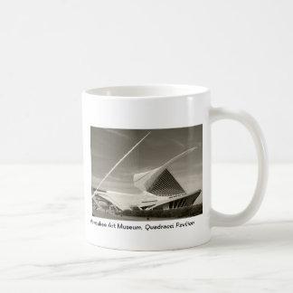 Milwaukee Art Museum, Quadracci pavilion Classic White Coffee Mug