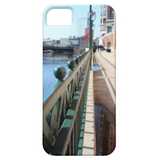 Milwaukee RiverWalk, Milwaukee, WI iPhone 5 Case-Mate Coberturas