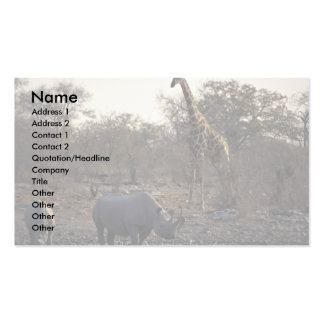 Mime al rinoceronte y al rinoceronte joven en un l plantilla de tarjeta de negocio