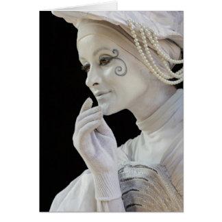 Mime femenino que se realiza en esquina de calle felicitaciones