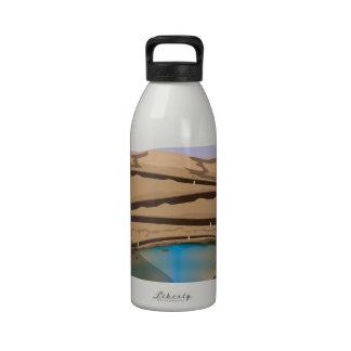 Mina a cielo abierto inundada botella de beber