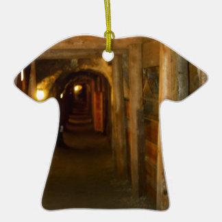 Mina de oro adorno de cerámica en forma de camiseta