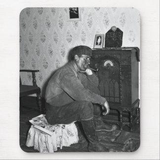 Miner acomodado, 1938 mousepad