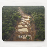 Minería aurífera aluvial. Selva tropical, Guyana Mouse Pads