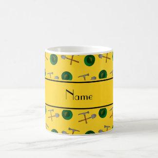 Minería aurífera amarilla conocida personalizada taza básica blanca