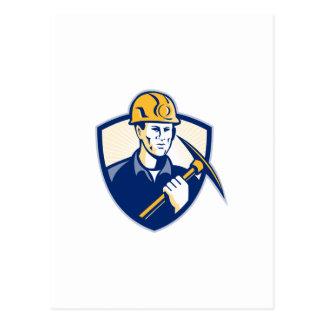 Minero de carbón con el escudo de la piqueta retro tarjetas postales