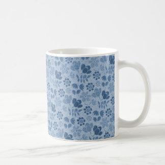 Mini flores azules taza básica blanca