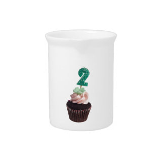 Mini magdalena con la vela del cumpleaños para dos jarra