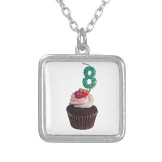 Mini magdalena con número vela de 8 cumpleaños colgante cuadrado