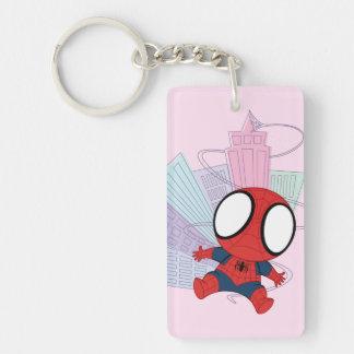 Mini Spider-Man y gráfico de la ciudad Llavero Rectangular Acrílico A Doble Cara