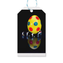 Miniature figurines painting yellow easter egg gift tags