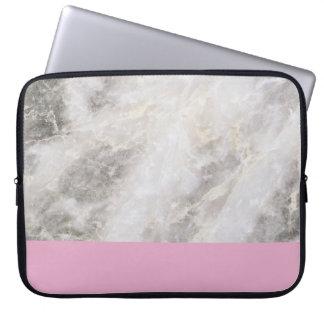 Mínimo femenino de mármol con el bloque rosado del funda portátil