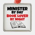 Ministro del aficionado a los libros del día por adorno