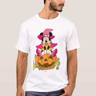 Minnie Mouse que se sienta en la Jack-O-Linterna Playera