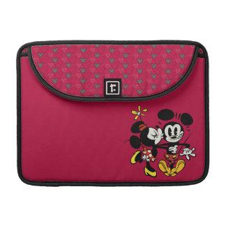 Minnie que besa a Mickey Fundas Macbook Pro