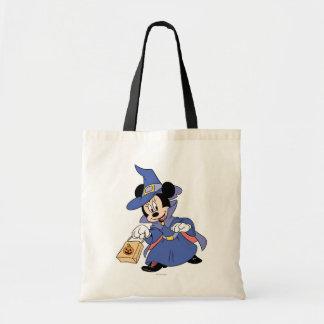 Minnie se vistió en traje de la bruja bolsas