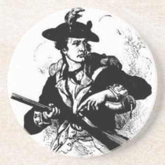 Minuteman revolucionario de la guerra con el arma posavasos para bebidas