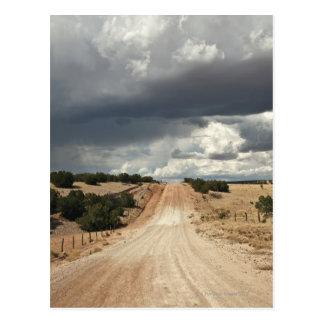 Mirada abajo de una carretera nacional de la tarjetas postales
